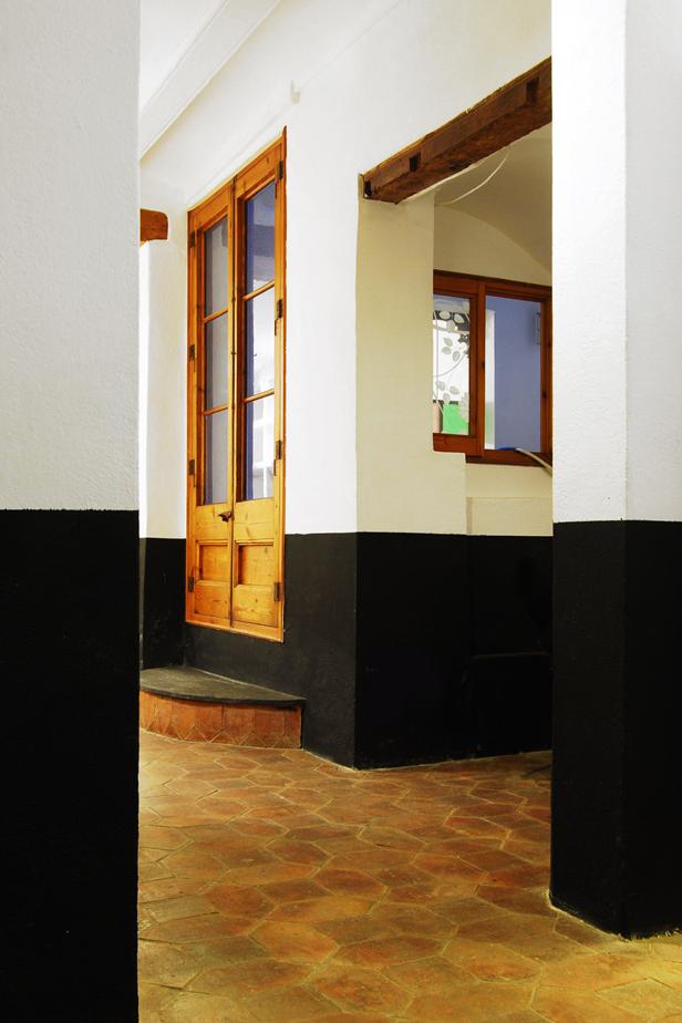 Galería con puerta al patio interior de Cirera